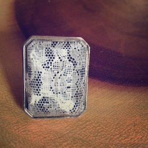 Unique glass & lace silver pendant ring
